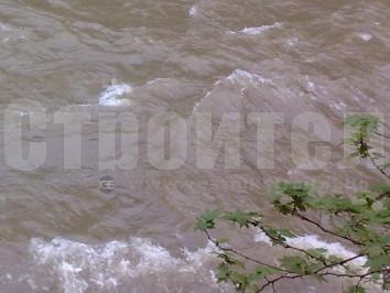 пълноводна-река